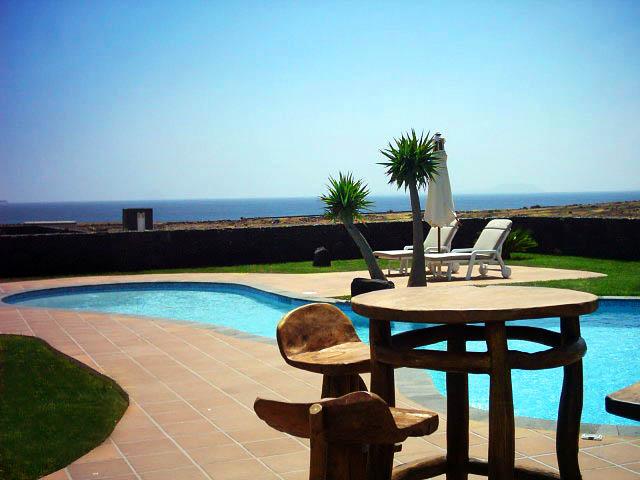 D tu agencia de viajes online villas con for Villas en lanzarote con piscina privada